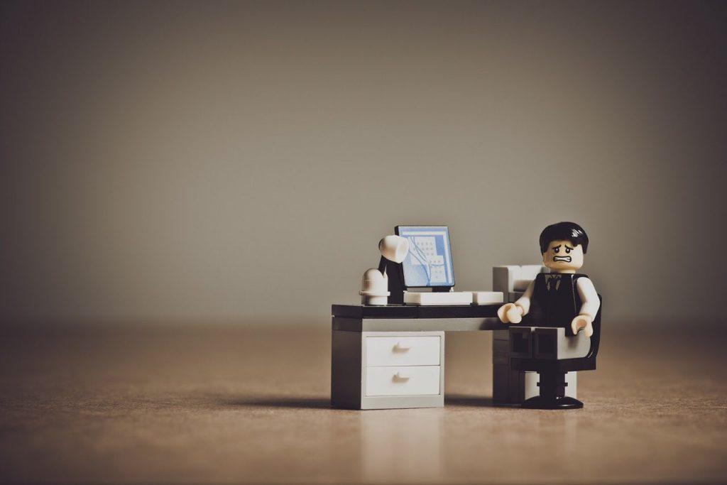 Почему работа фрилансера не воспринимается бизнесом всерьез? Стереотипы про выбор специалистов, биржи и наемный труд в интернете