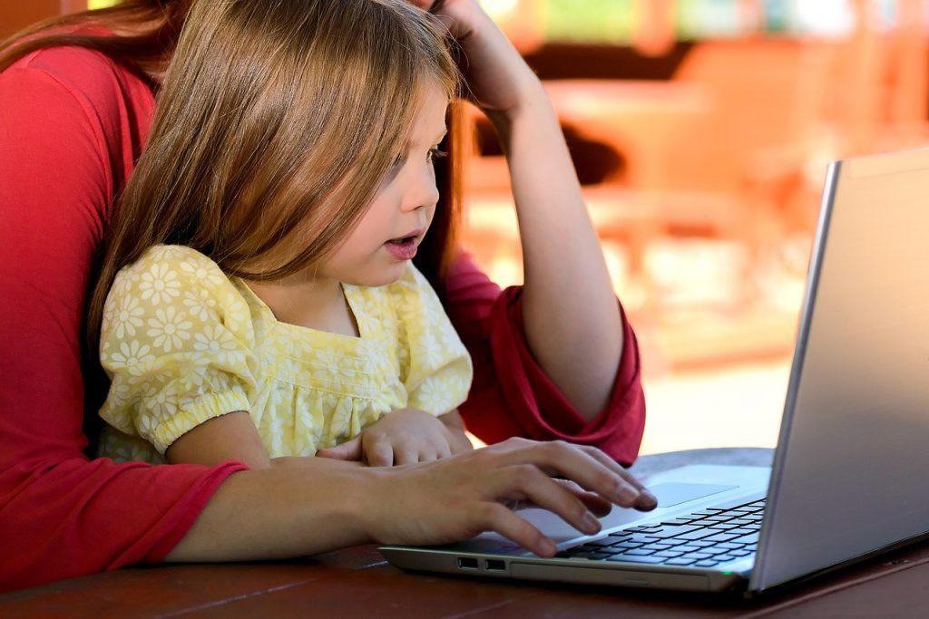 Мама-фрилансер не боится ничего или Как организовать свою работу на фрилансе и дистанционное обучение ребенка